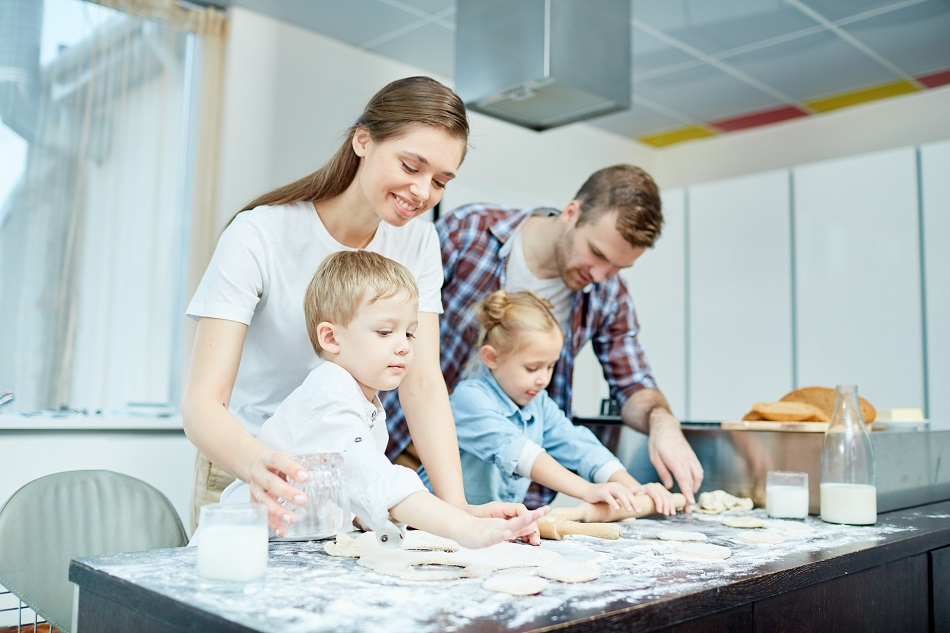 Family baking | Tips for baking with kids | Junk Mail